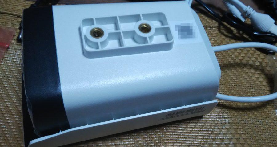 攝影機底部一樣也有QR Coed,掃描結果內容跟說明書上一樣是型號及序號。