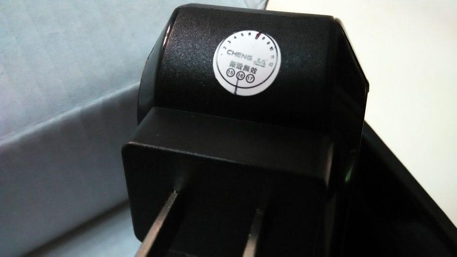▲變壓器上的保固貼。