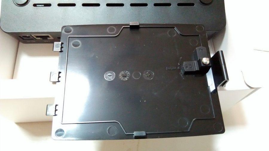 """▲硬碟可支援2.5""""硬碟7MM與9.5MM的高度,蓋上可以做調整。"""