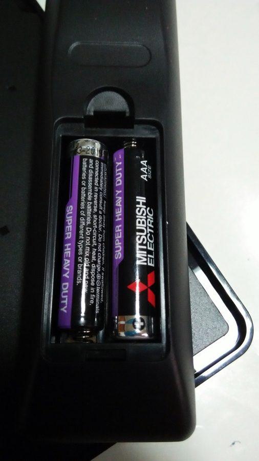 ▲電池裝上遙控器。
