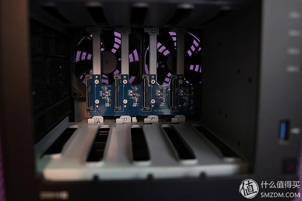 硬盤籠內部。一塊pcb上集成了四個sata和供電接口,通過插槽和主板連接。