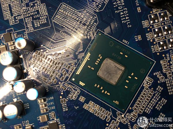 來自intel的移動處理器Pentium N3710,散熱片很好拆卸。