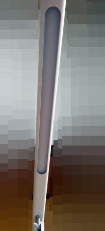 ▲拆開檯燈上的塑膠膜後的樣子