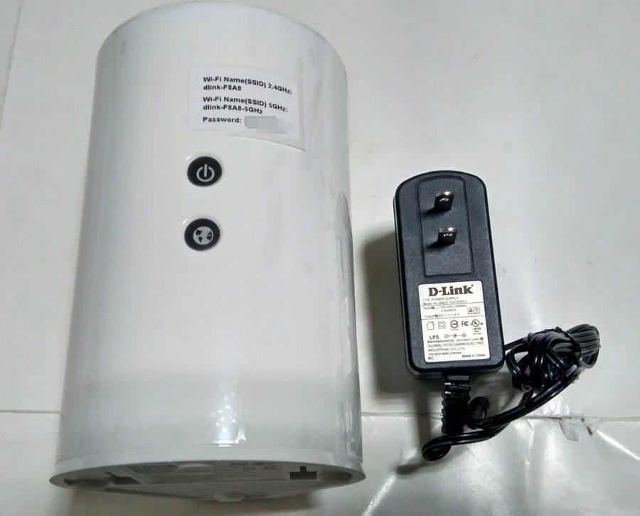 ▲主要的本體DIR-818LW及變壓器。網路線部分就收起來了本來的放分享器的位置就有網路線,所以就合照這樣囉。